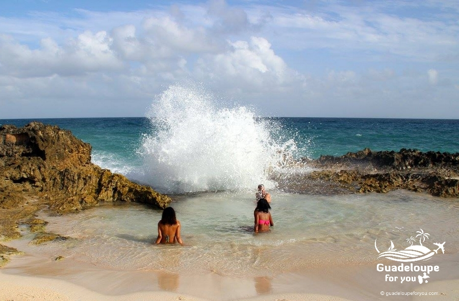 ttp://www.guadeloupeforyou.com/wp-content/uploads/2016/10/pointe-des-chateaux-beach-people-2-guadeloupe